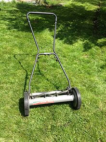 https://upload.wikimedia.org/wikipedia/commons/thumb/7/73/Pushmower1.JPG/220px-Pushmower1.JPG